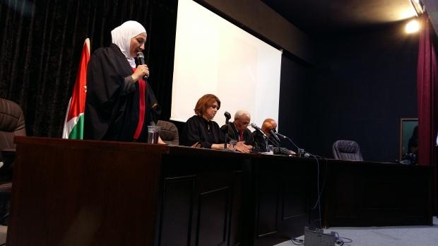 المدعي العام هالة عاهد خلال المحاكمة الشعبية لصفقة الغاز